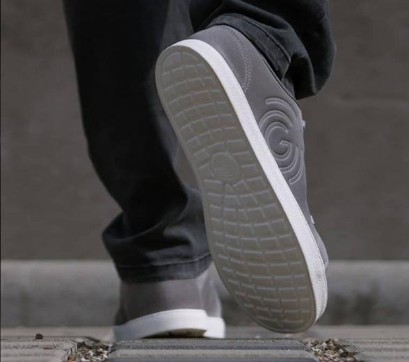 Groundies Sunday Grey barefoot sneakers